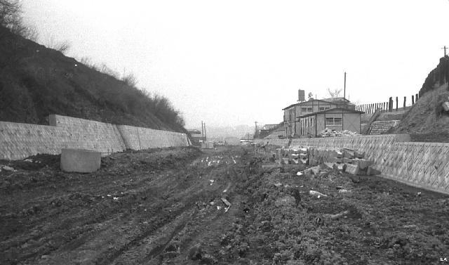 京王 御陵 線