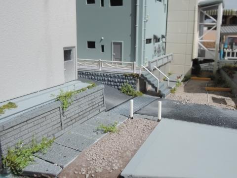 暗渠と駐車場と洋食屋